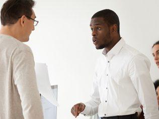 Mésentente entre collègues de travail : quand le licenciement est-il justifié?