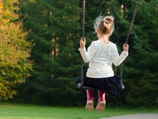 D'après un rapport du Défenseur des droits il existe un décalage entre les droits proclamés des enfants et leurs droits réels