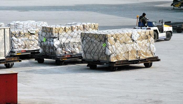 Lutter contre la contrefaçon par le rétablissement des contrôles douaniers sur les marchandises en transit et par la sanction des actes préparatoires