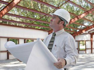 Avant de choisir un constructeur pour sa maison, lire son assurance