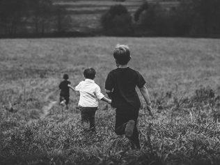 Réparation du préjudice moral subit par les enfants dont les parents se sont soustraits à leurs obligations légales